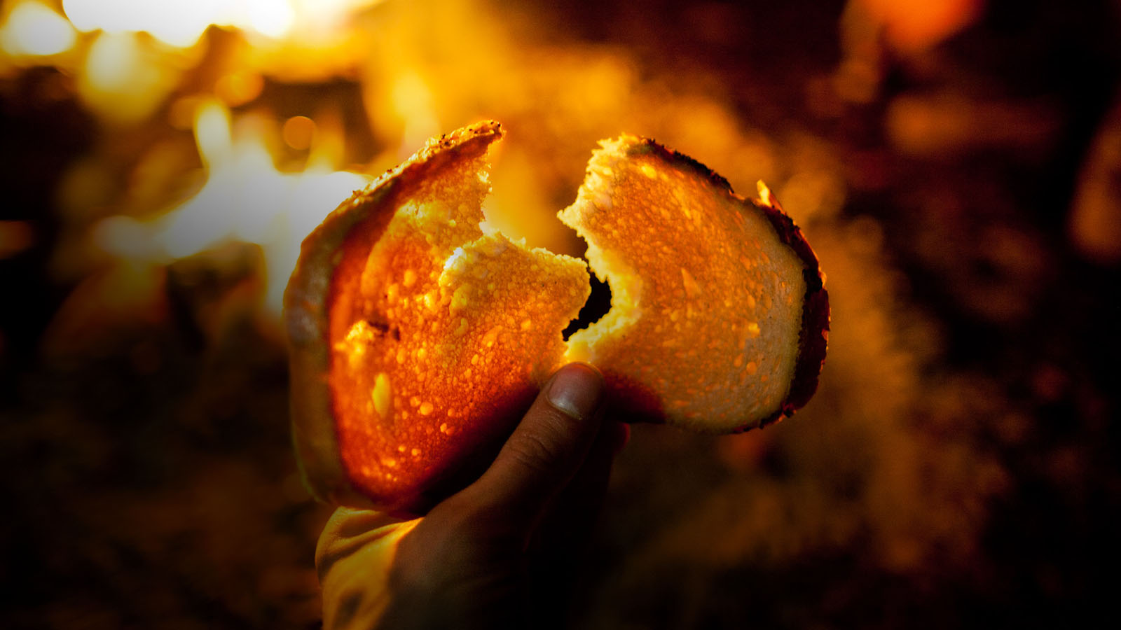Ja jestem chlebem żywym, który zstąpił z nieba. Jeśli ktoś spożywa ten chleb, będzie żył na wieki. Chlebem, który Ja dam, jest moje ciało [wydane] za życie świata.